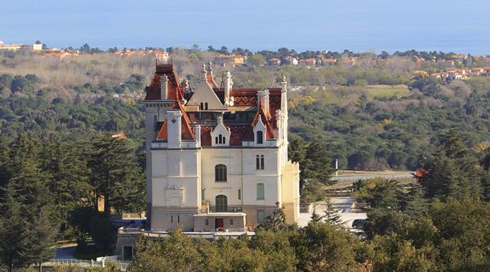 The château at the heart of Parc de Valmy is reminiscent of fairy tale castles